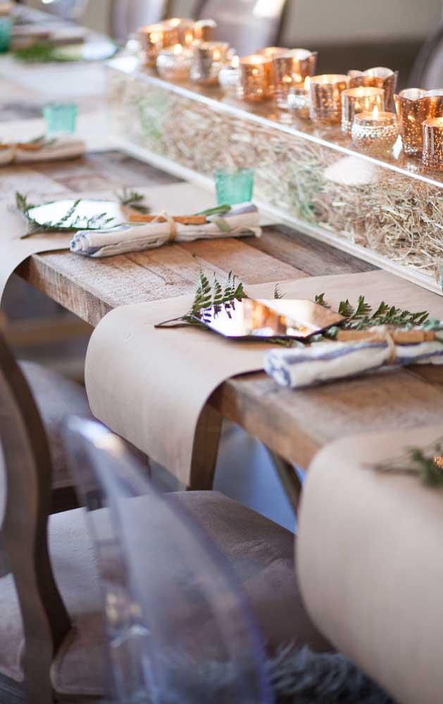 Jogo americano em kraft para decorar a mesa do almoço de Bodas de Papel