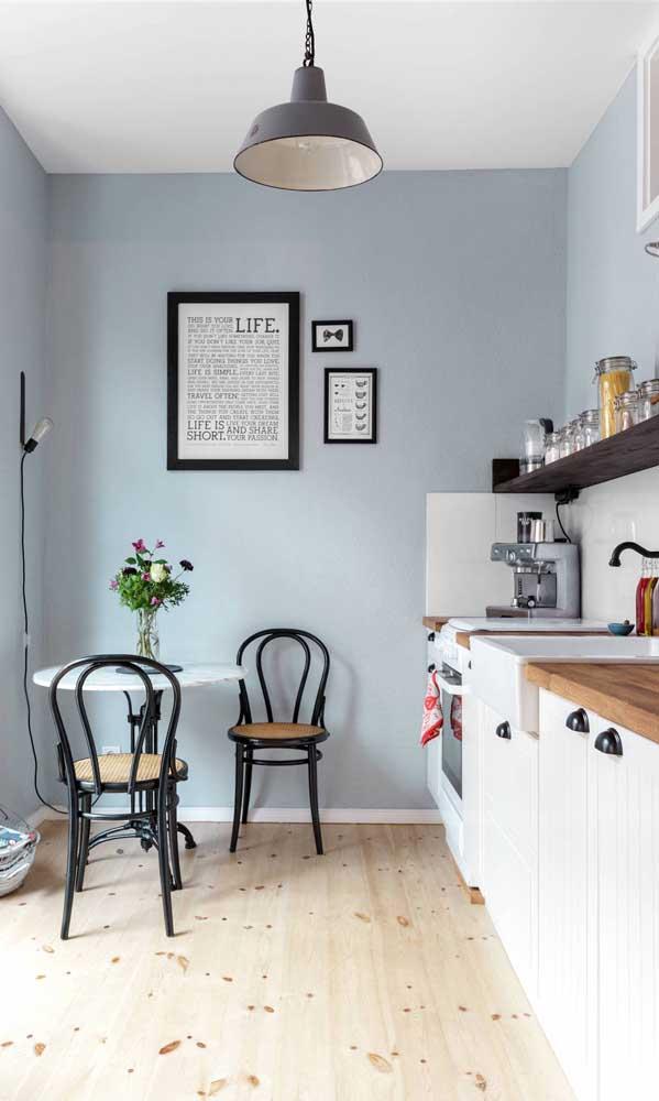 De quantas cadeiras você precisa em torno da mesa? Desafogue a cozinha colocando apenas a quantidade que realmente necessita