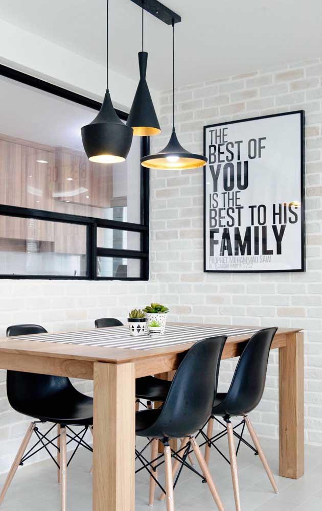 Mesa pequena retangular para cozinha: modelo perfeito para quem gosta de colocar a mão na massa e produzir os próprios móveis