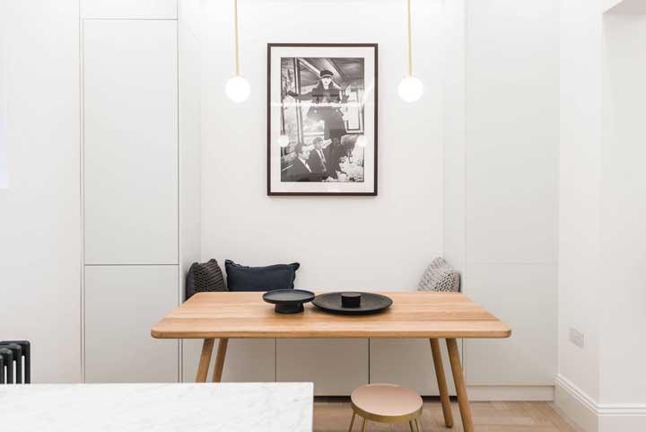 Mesa retangular de madeira para a cozinha pequena de apartamento