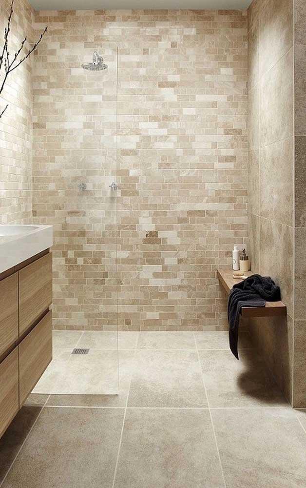 Diferentes tons da paleta bege se unem nesse revestimento de parede, entre eles a cor marfim