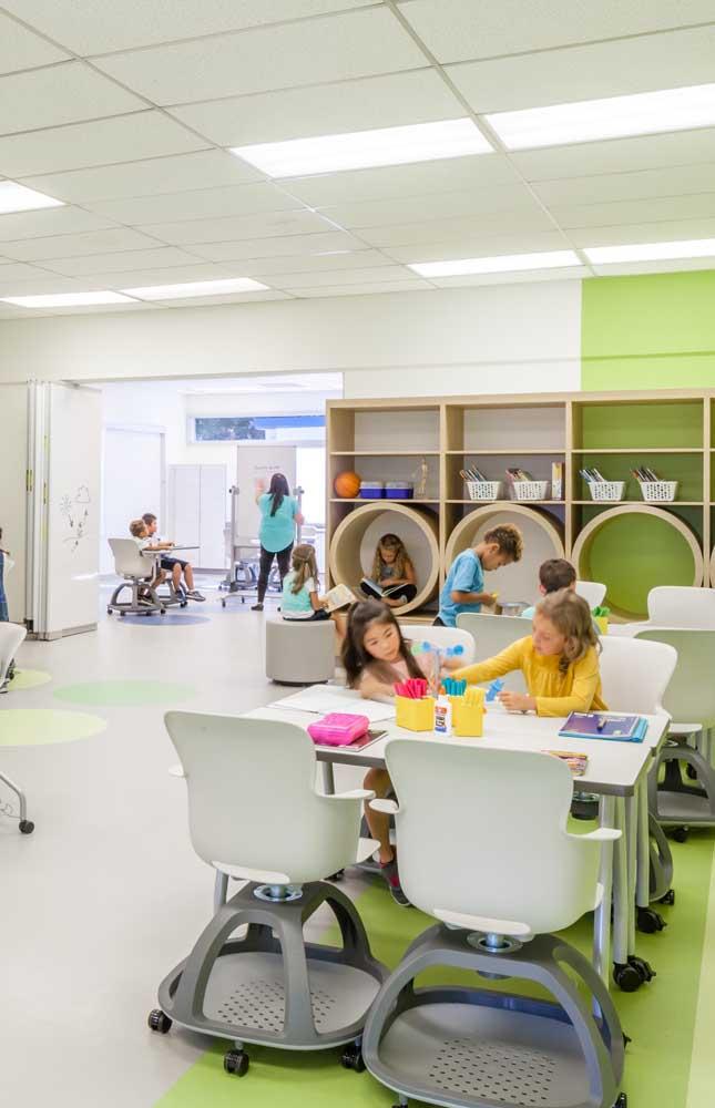 Cadeiras futuristas para os pequenos aprendizes