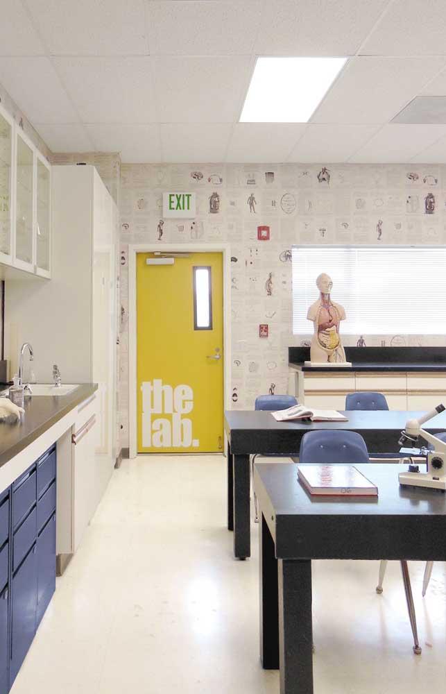 O laboratório de ciências trouxe uma decoração bem original e dentro do tema