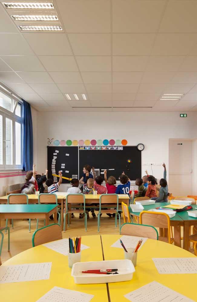 A decoração da sala de aula pode servir como material pedagógico também