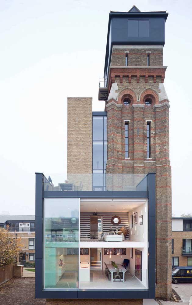 Modelo incrível e super diferente de casa duplex, onde o moderno e o antigo se combinam harmoniosamente bem