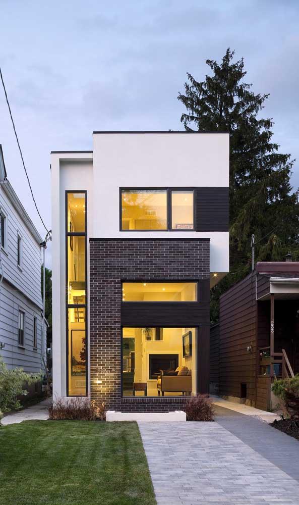 Casa duplex estreita e pequena; perfeita para terrenos retangulares de poucos metros quadrados