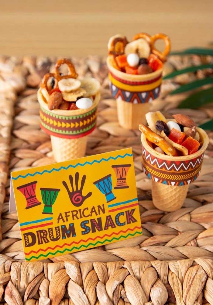 Na decoração festa safári você pode escolher elementos decorativos que fazem referência à África.