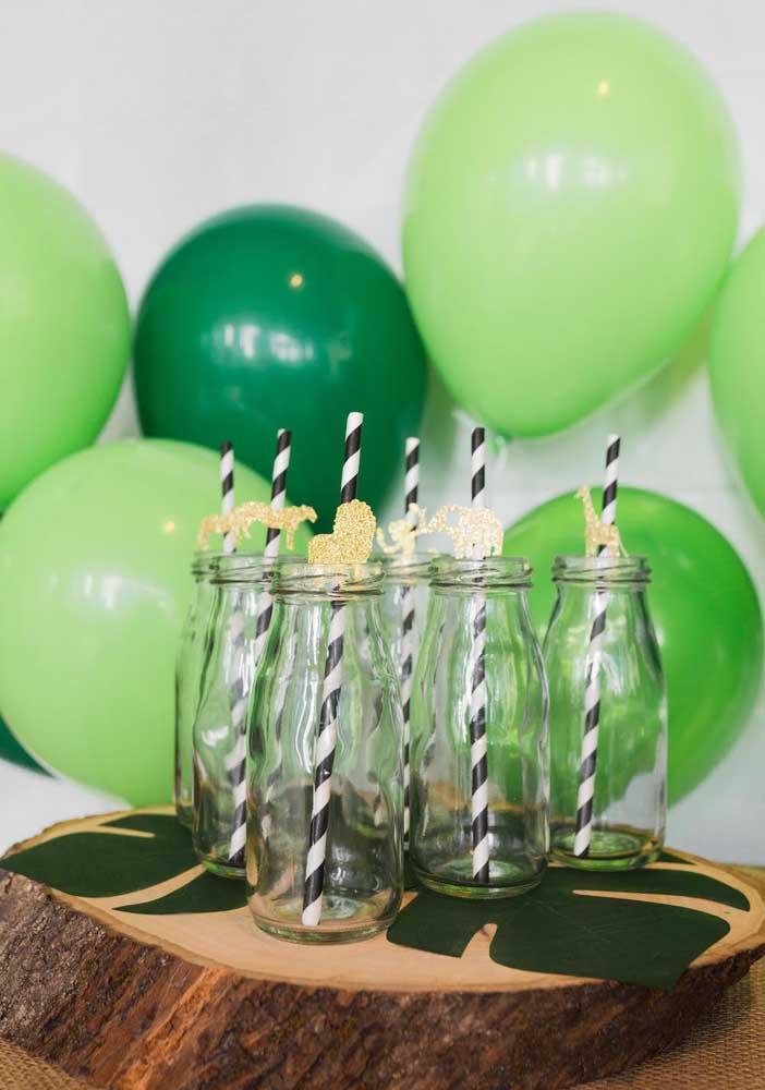 A cor verde faz parte da cartela de cores da festa safári. Portanto, aposte em balões com tons de verde.