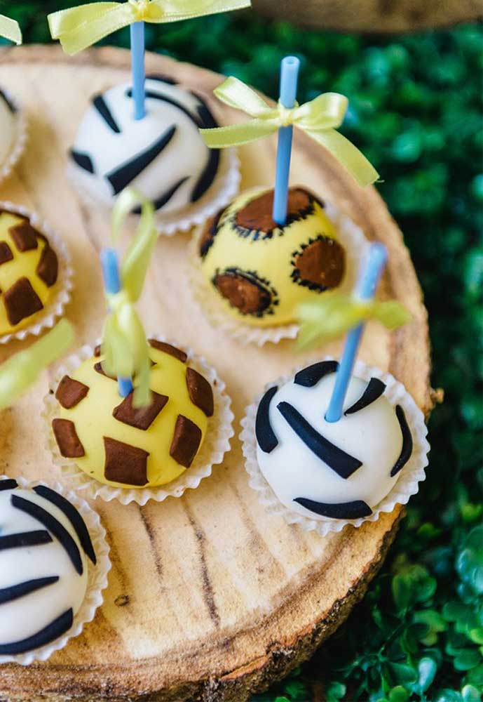 Usando a criatividade você consegue fazer docinhos perfeitos como esses para a festa do safári.