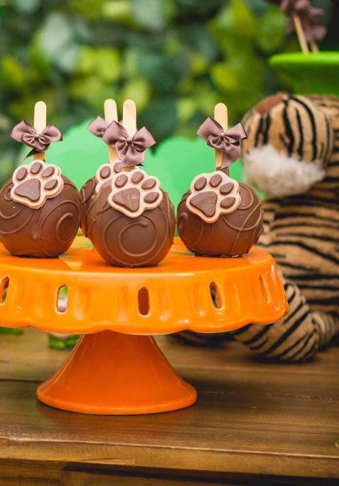 O cake pop pode feito inspirado na patinha dos bichinhos.