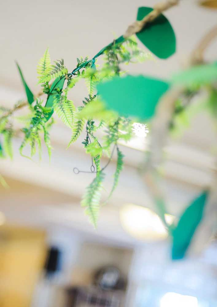 Aliás, folhas e plantas são elementos perfeitos para decorar uma festa safári.