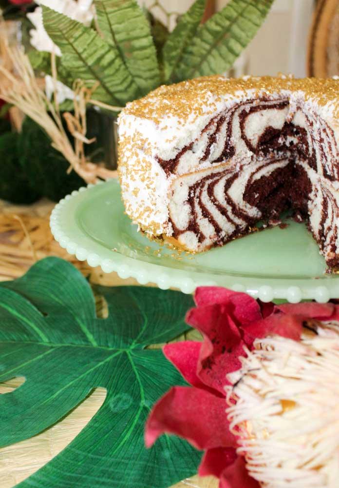 Você pode preparar o recheio do bolo tema safári inspirado nas listras da zebra.