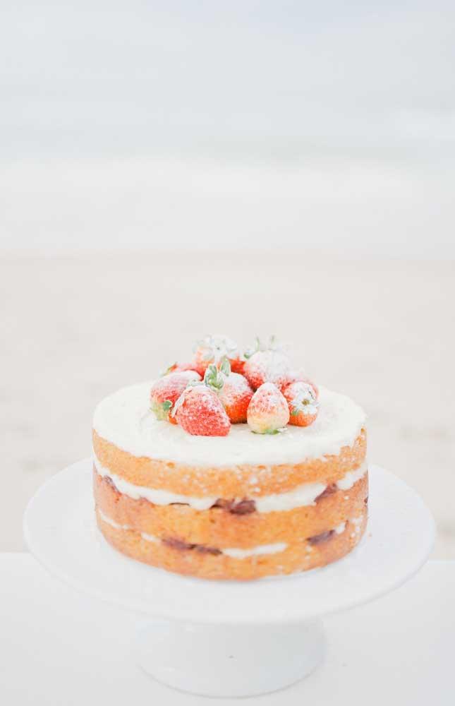 Modelo simples e romântico de bolo em estilo naked cake para as Bodas de Algodão
