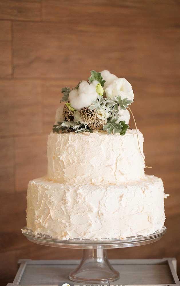Que lindo esse bolo decorado para as Bodas de Algodão, super delicado!