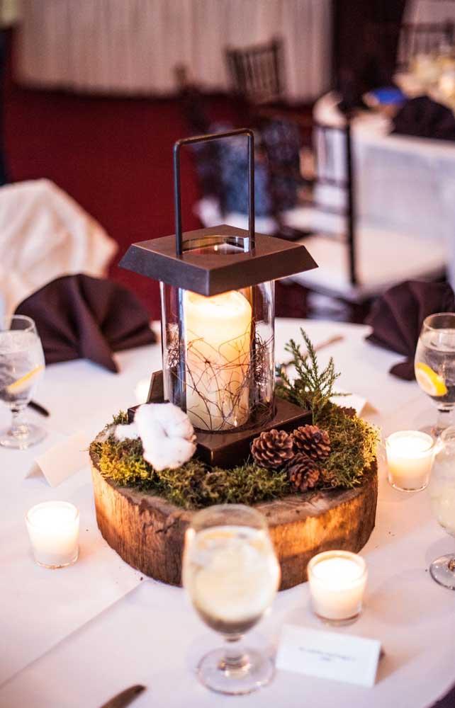Aqui, o pequeno detalhe ficou por conta da bolinha de algodão no centro da mesa da festa do casal