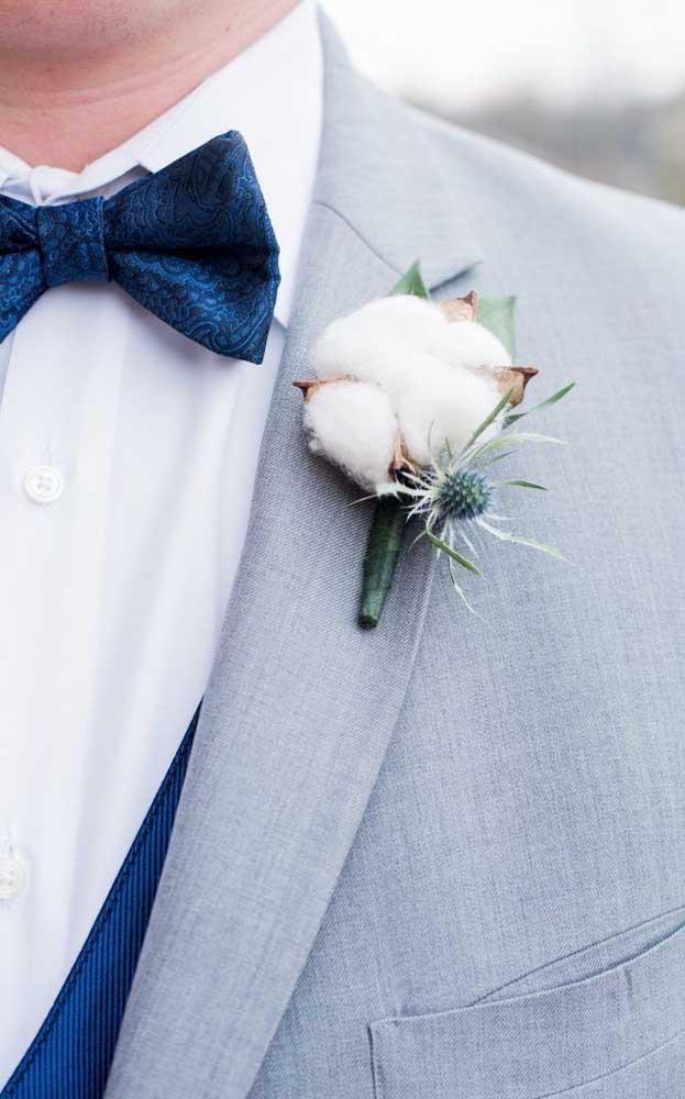 Para renovação dos votos, que tal incluir um pomo de algodão na lapela do marido?