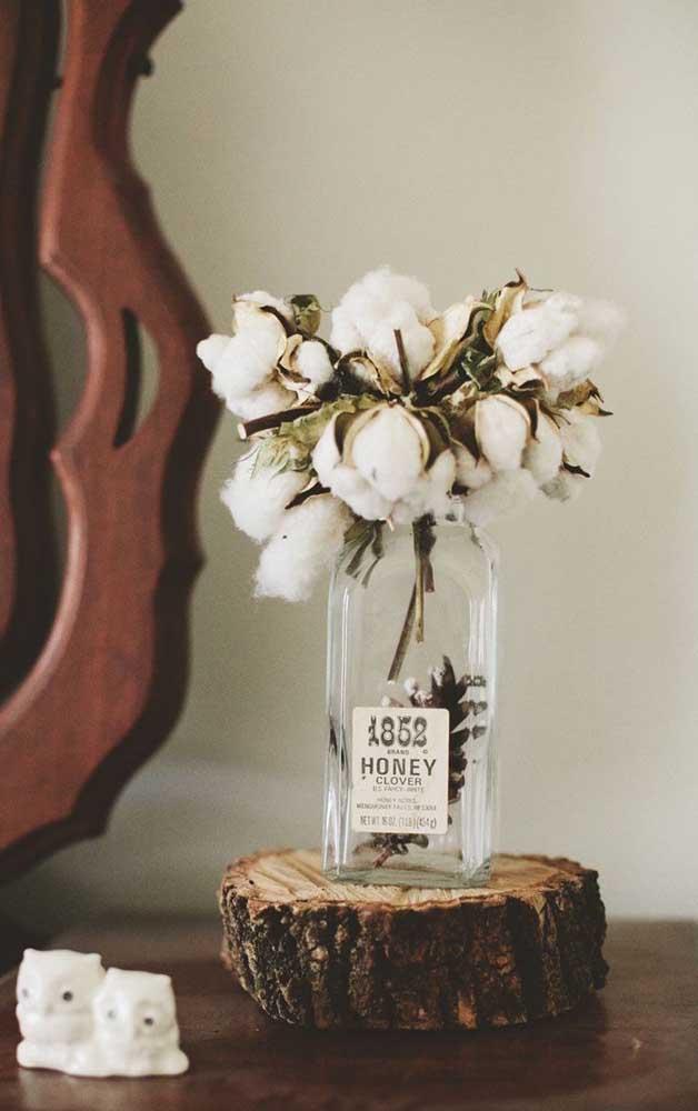 Modelo simples de vaso com algodão natural para decorar a mesa ou o centro das mesas