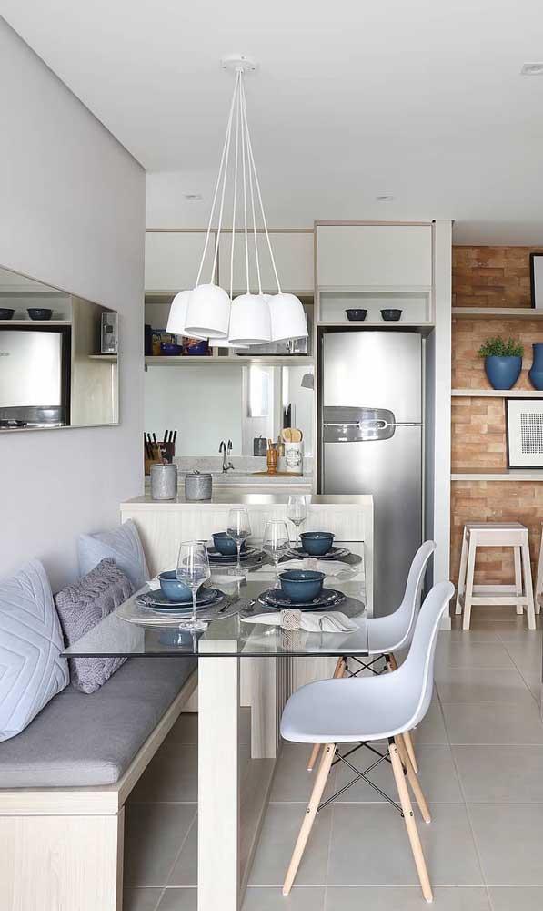 Para a sala de jantar pequena, uma das melhores opções são os espelhos retangulares