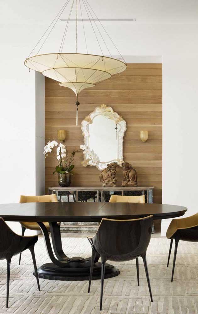 Espelho bisotado em estilo vintage para a sala de jantar