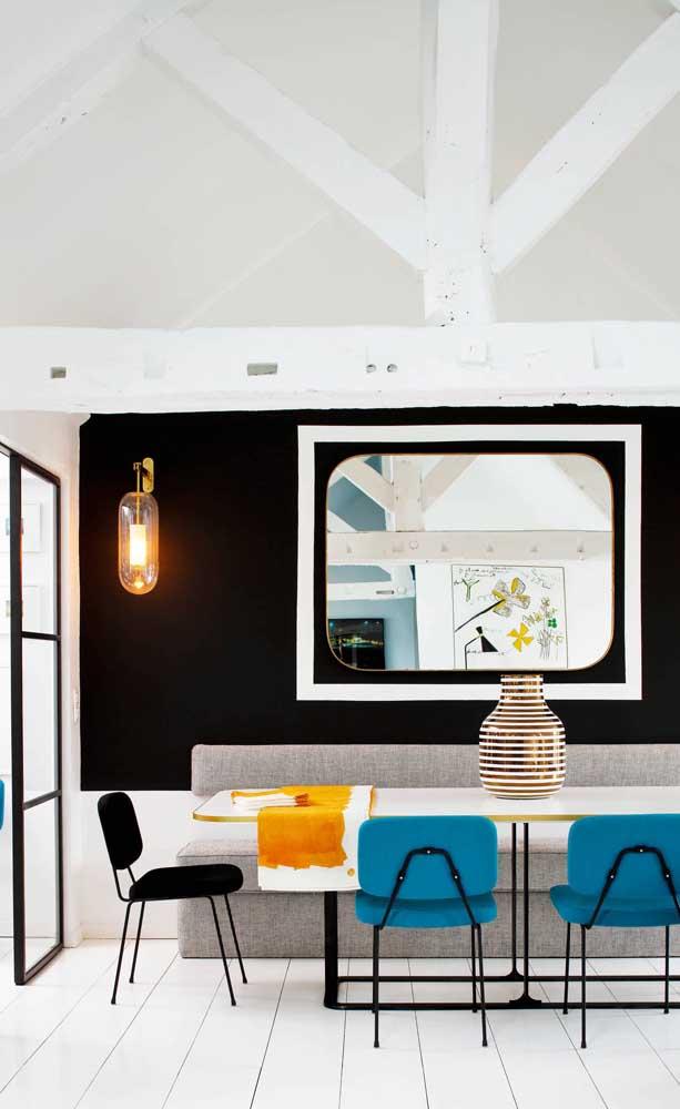 Decore a sala de jantar criando efeitos visuais com o espelho