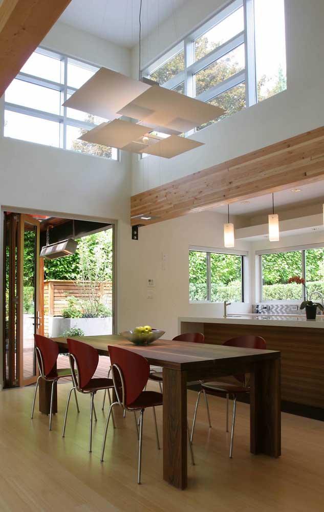 E para dar um up na ventilação e iluminação dessa sala de estar foram instalados vitrôs de alumínio do tipo basculante