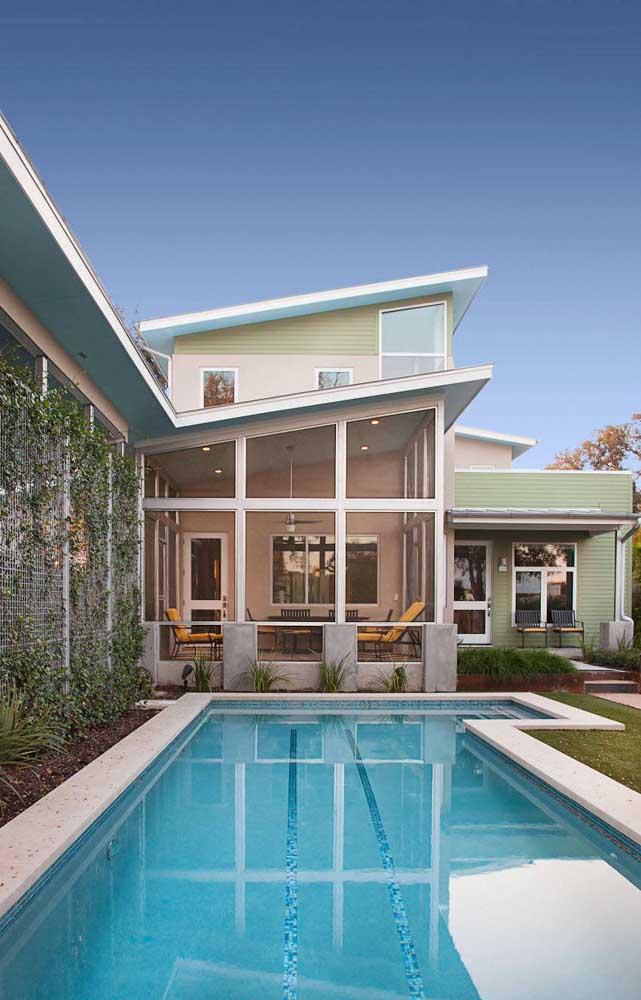 Esquadrias de alumínio branco para combinar com o estilo clássico da casa