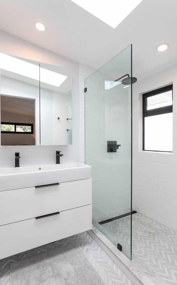 Vitrô basculante de alumínio para o banheiro; modelo ideal para esse tipo de ambiente