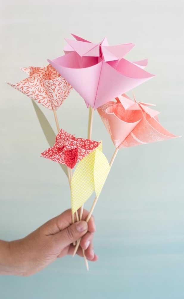 Mais uma inspiração para usar as flores do Kusudama de forma separada, em palitos de madeira