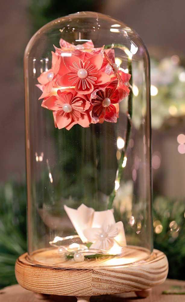 """Uma opção belíssima para presentear é o Kusudama na cúpula de vidro, no estilo """"A Bela e a Fera"""""""