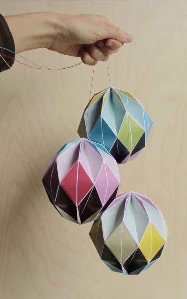 Kusudama ball diferente e fechado, perfeito para ser pendurado em conjunto de 3 ou mais peças