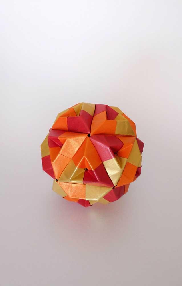Modelo simples e fácil de fazer de Kusudama pequeno em cores quentes