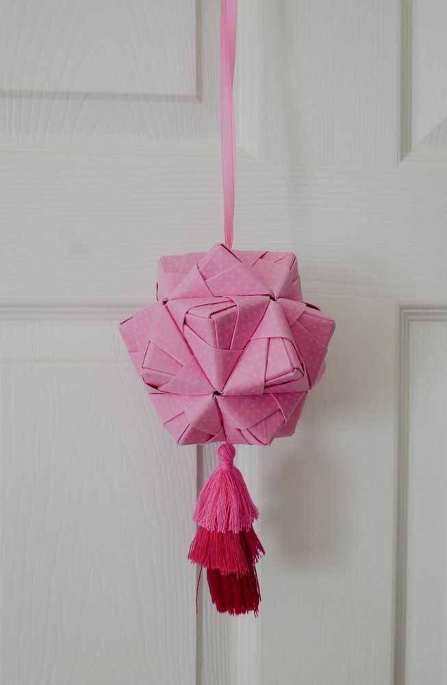 Modelo de Kusudama ball rosa para pendurar no teto ou na porta do quarto