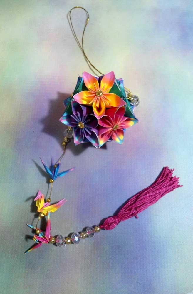 Lindo Kusudama colorido, com aspecto degradê nas flores