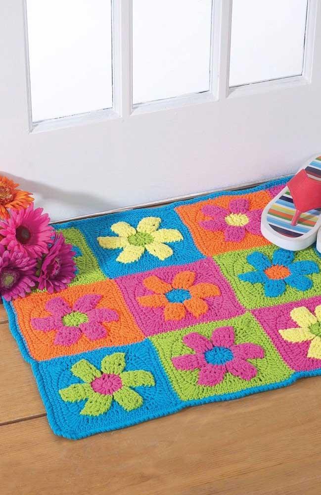 Tapete de crochê com flores coloridas para a entrada da casa; uma linda maneira de recepcionar suas visitas