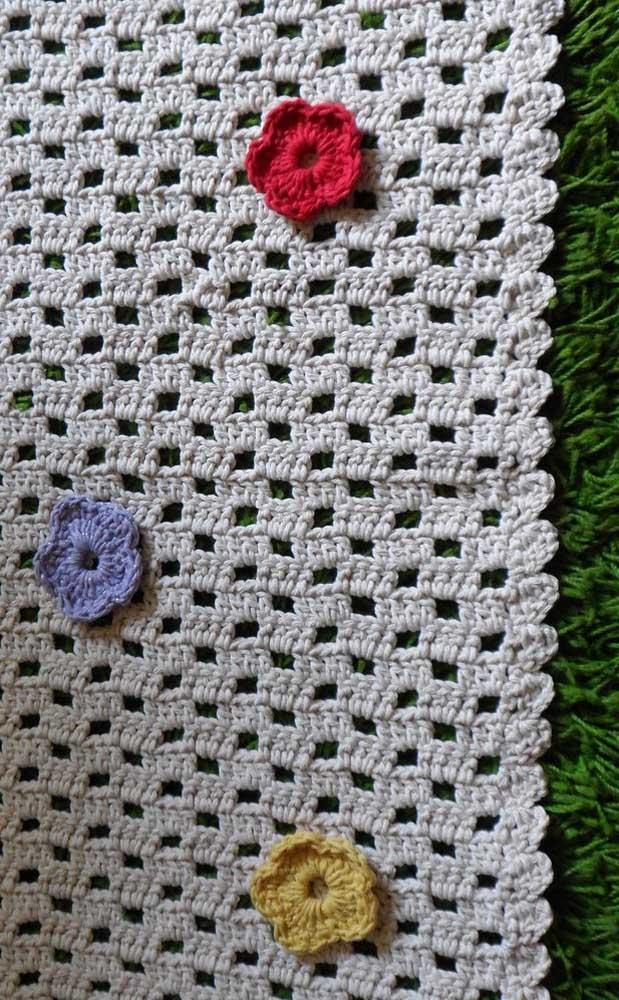 Mais simples e delicado que esse tapete impossível! Modelo ideal para quem ainda está pegando o jeito com as linhas e as agulhas