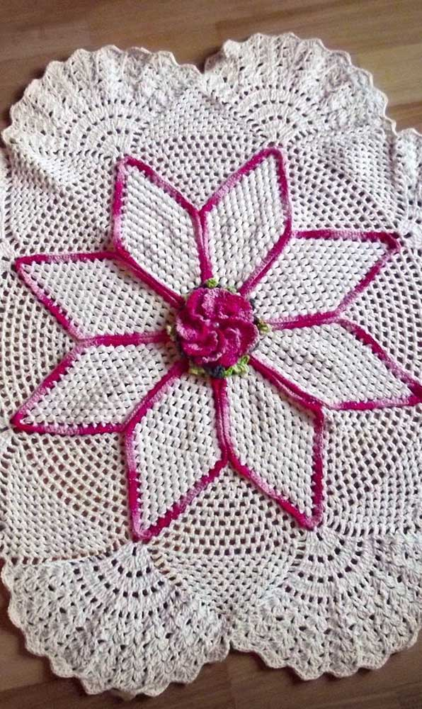 Contraste lindo entre o rosa pink e o barbante cru