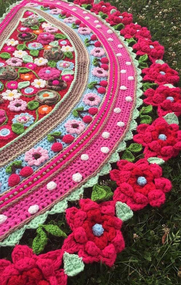 Falando em cor, dá uma olhada nesse outro modelo aqui! Além de super colorido, as flores também são bem diferentes entre si