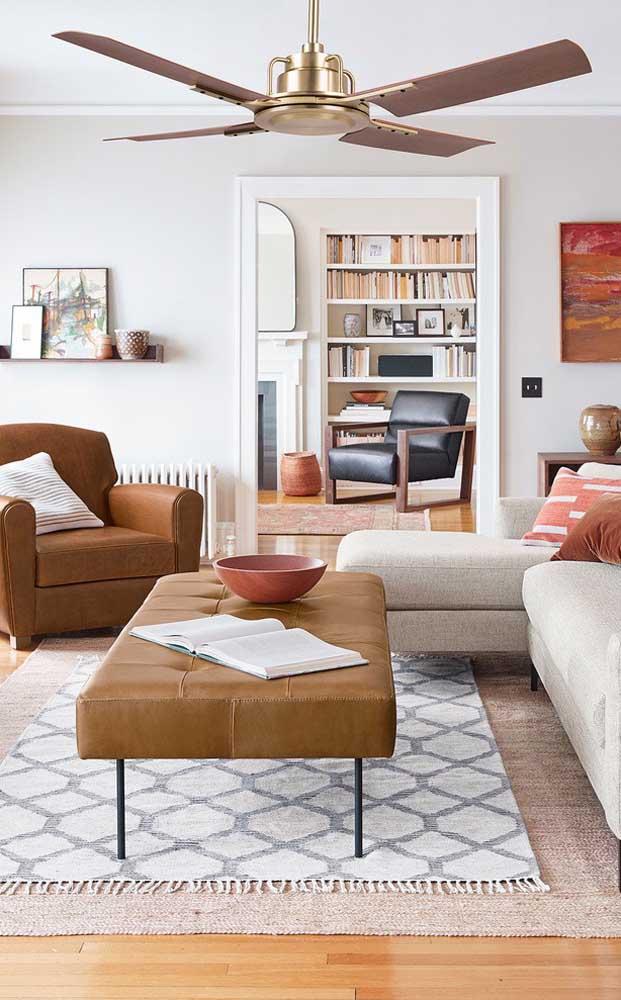 Ventilador de teto combinando com a decoração da sala de estar