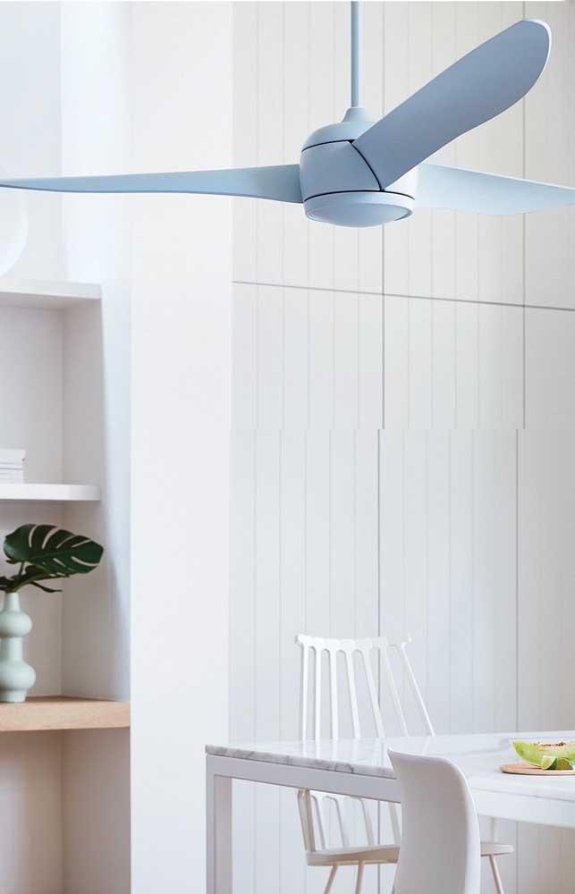 Ventilador de teto branco, simples e pequeno