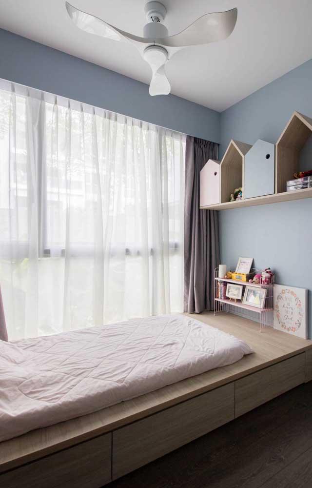 Ventilador de teto branco para o quarto infantil