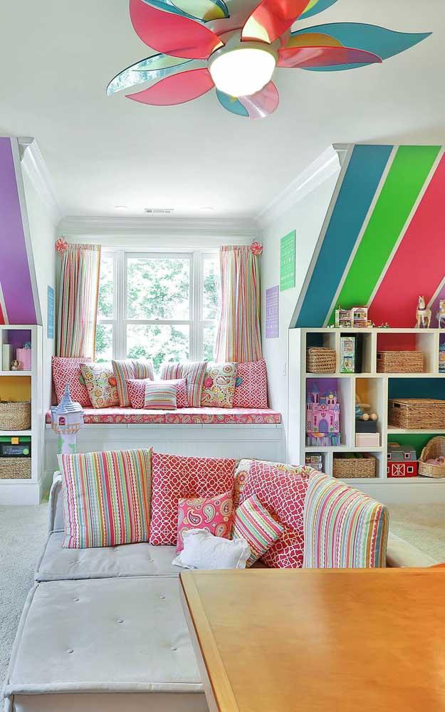 A casa super colorida não poderia ter outro modelo de ventilador
