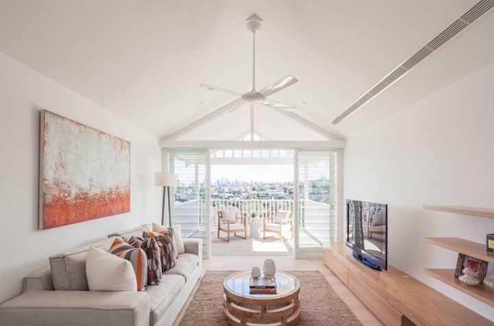 Perfeita harmonia entre o ventilador e a decoração da sala