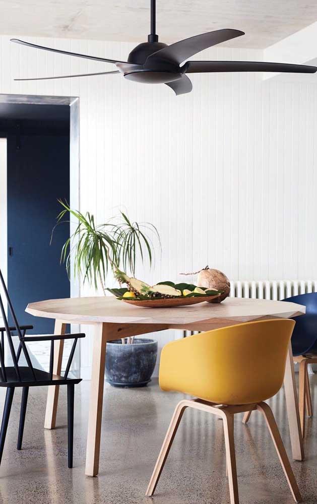 Ventilador de teto preto para a sala de jantar moderna