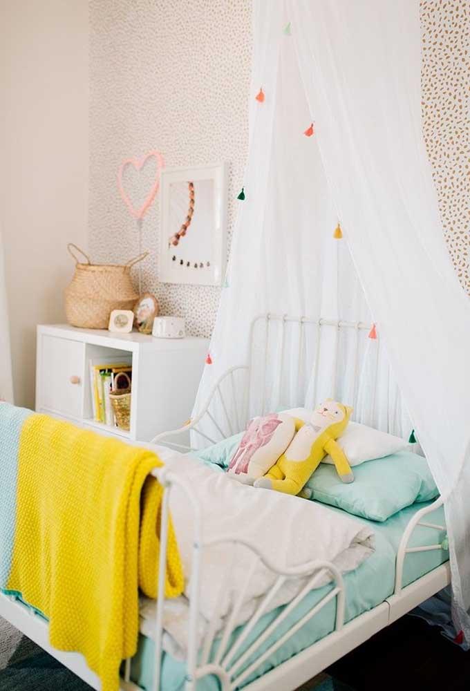 Para decorar o quarto das crianças, o mais indicado é usar algo mais delicado como um coração no modelo neon.