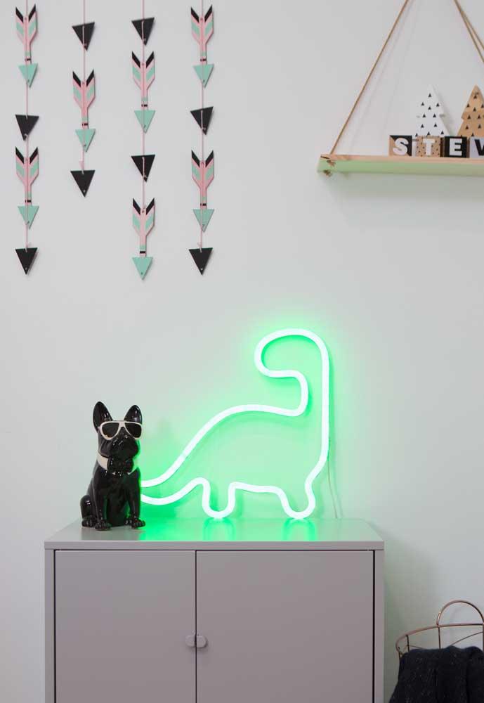 Olha como ficou um arraso essa decoração com neon combinando com os outros elementos do ambiente.