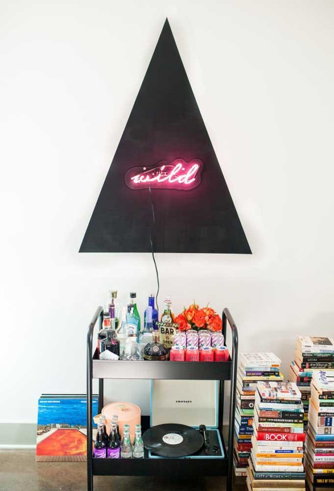 A decoração com neon permite usar a criatividade para deixar o ambiente com mais personalidade.