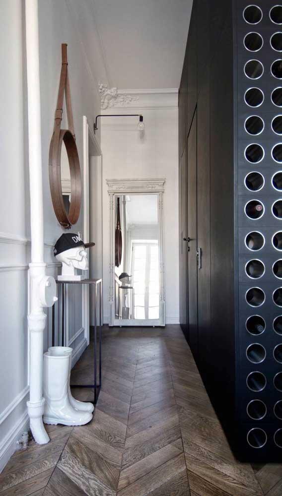 E uma adega no hall de entrada? É uma opção para você?