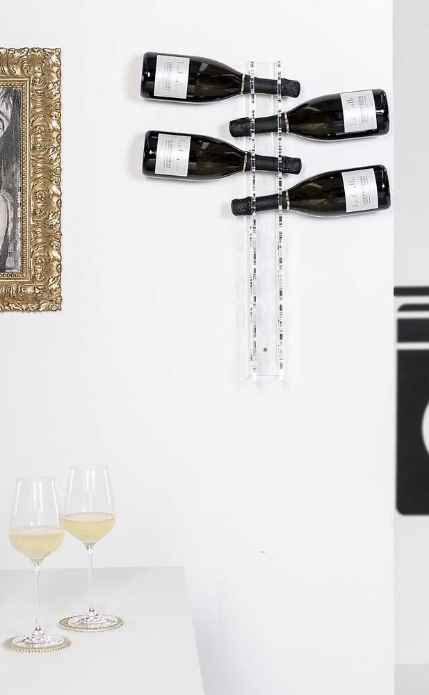 Suporte de acrílico para as garrafas: modelo clean, elegante e delicado de adega de parede