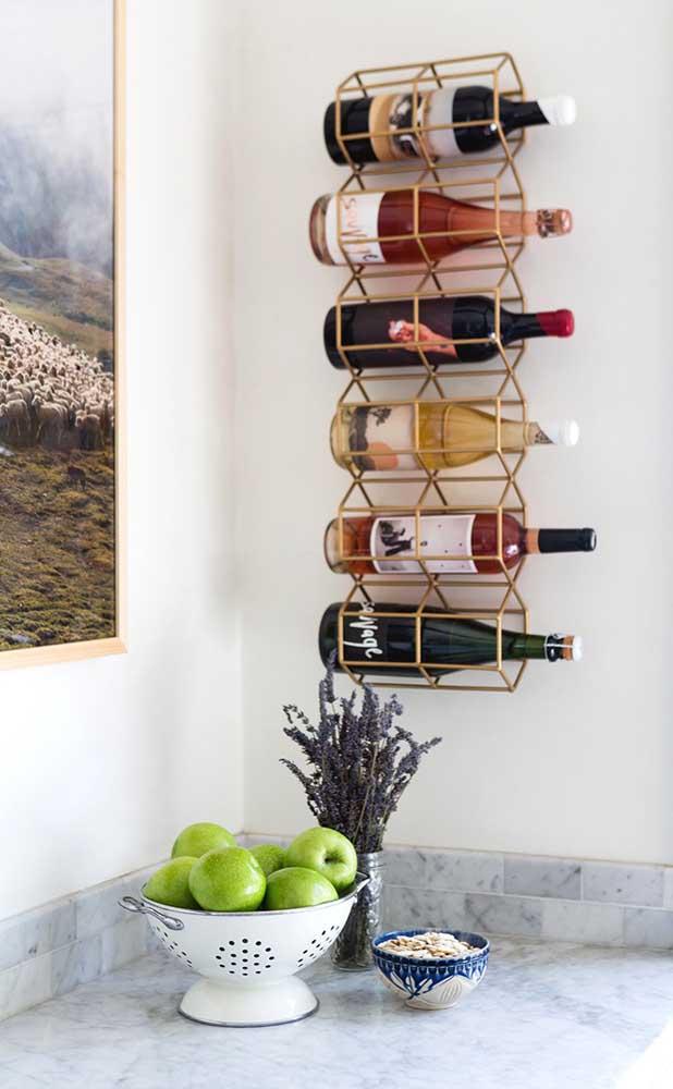 Garrafas na horizontal ou na vertical? Você escolhe o modelo de adega de parede mais adequado para o tipo de bebida que possui