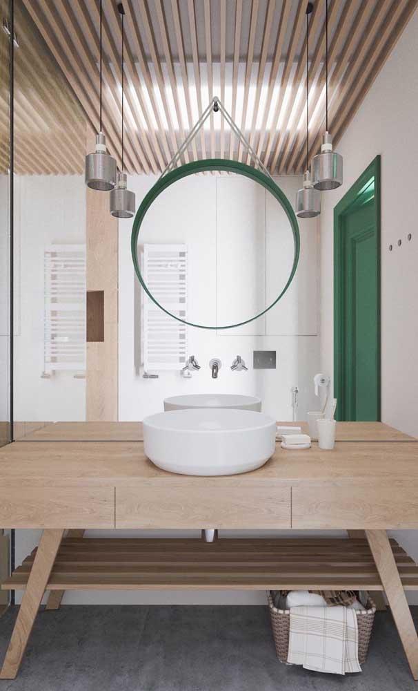Moderna, essa mesa pequena retangular traz hairping legs para combinar com as luminárias